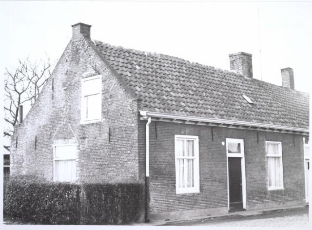 026677 - Lijnsestraat 11. Woning bestemd voor afbraak in verband met uitbreidingsplan Tilburg-Noord