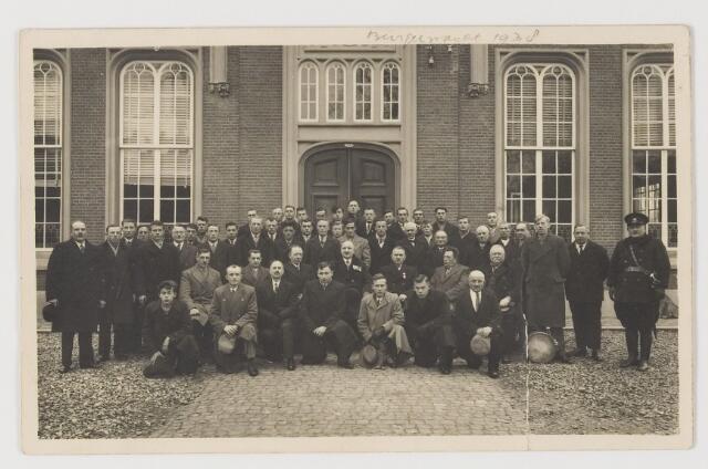 080263 - Voor het Udenhoutse raadhuis. Burgerwacht 1938.