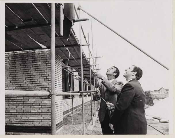 084875 - Hoogste punt bouw MAVO-school bereikt