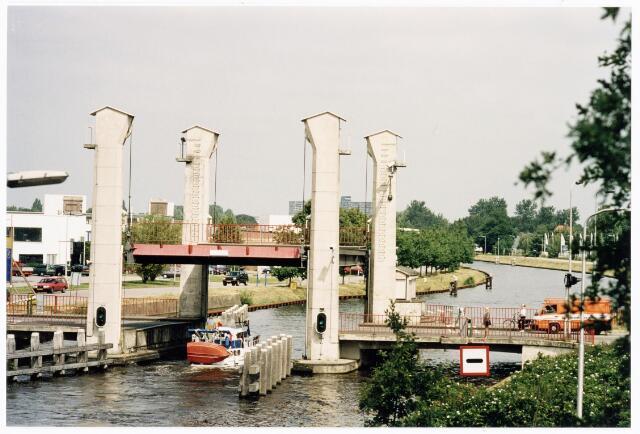 039876 - Brug over het Wilhelminakanaal bij de Bosscheweg.