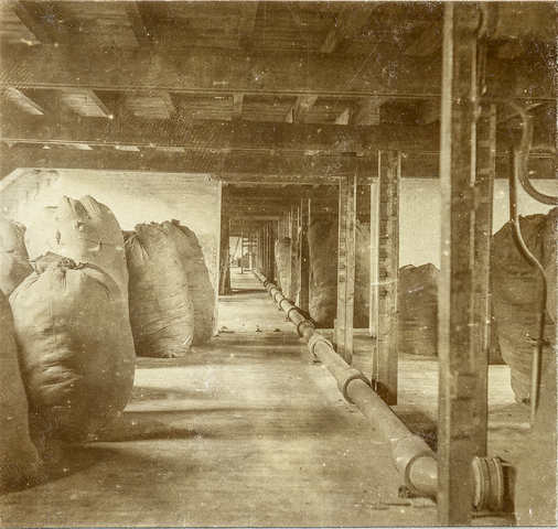 653484 - Textielfabriek Gebroeders Diepen. Wolmagazijn. (Origineel is een stereofoto.)