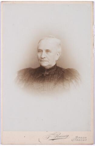004979 - Constance KOPPEL-LEURS, moeder van Sophia Victorine Maria Koppel (Beek-Ubbergen 1867 - Tilburg 1945). Sophie Koppel trouwde in 1889 in Groesbeek met textielfabrikant François Pierre Jules Marie van Dooren (Tilburg 1860-1950)