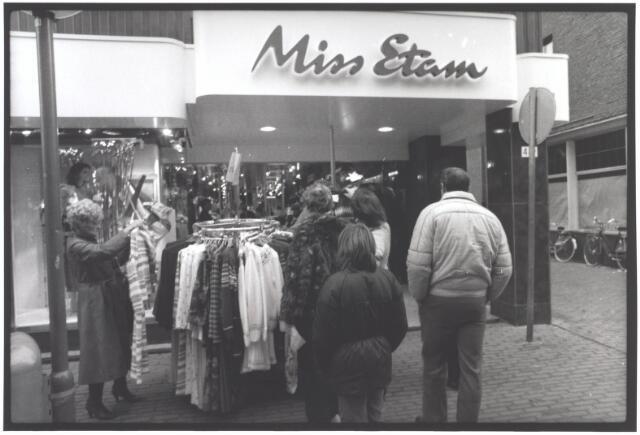 021959 - Damesmode Miss Etam in de Heuvelstraat