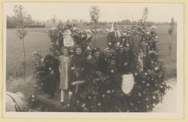 080848 - WOII; WO2; Bevrijding Udenhout 1945. De optocht.