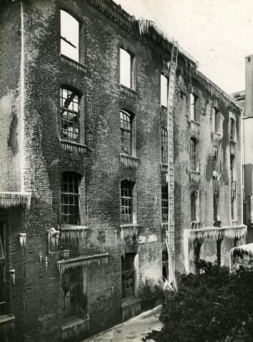 091942 - De Coöp. Meelfabrieken van de firma A.C. van Loon & Zn. aan de Spoorlaan na de brand.
