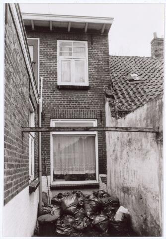 017107 - Achterzijde van het pand Capucijnenstraat 107 begin 1981