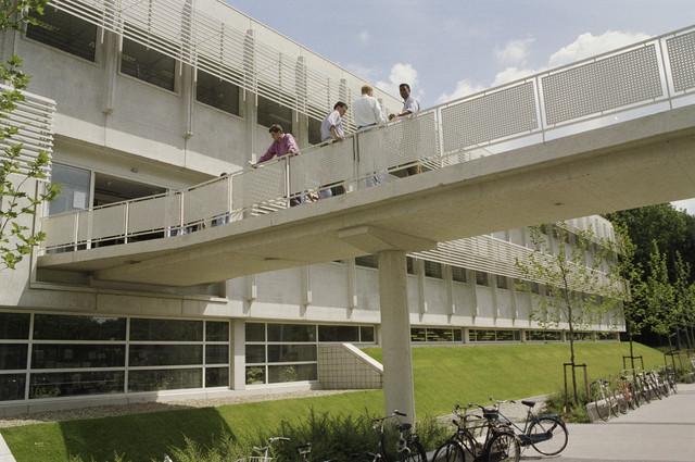 TLB023000334_001 - Loopbrug Universiteitsbibliotheek KUB