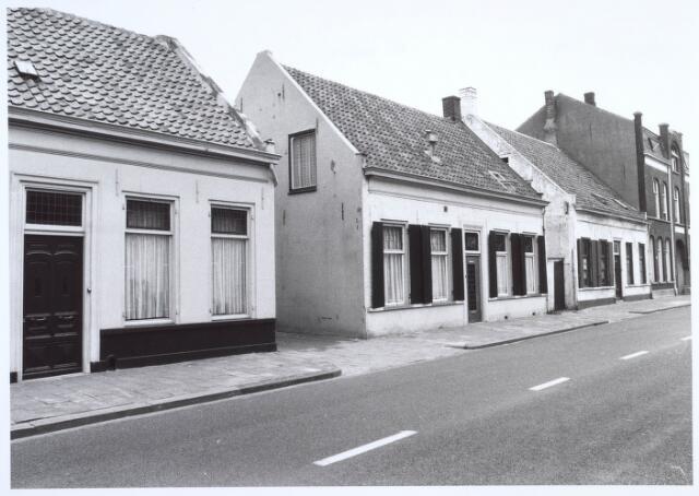 019510 - Panden Goirkestraat 109, 111, 113 en 115 (van rechts naar links). Uiterst rechts een gedeelte van lederfabriek Willem Vos