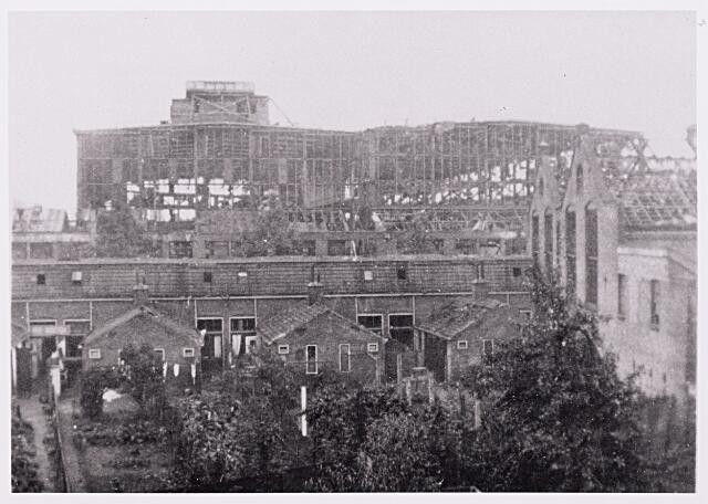 013167 - Tweede Wereldoorlog. Vernieling werkplaats NS.  De compleet vernielde werkplaats van de NS na Duitse bombardementen in september 1944