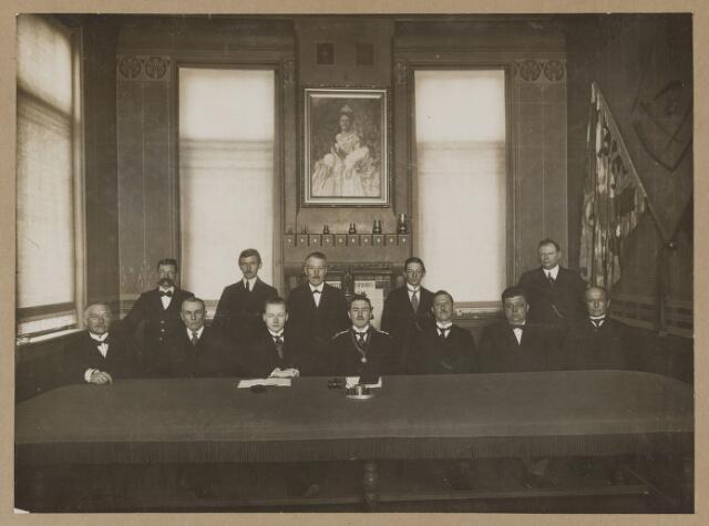 075447 - Beëdiging van C.M.H. de Valk als gemeentesecretaris in 1922.