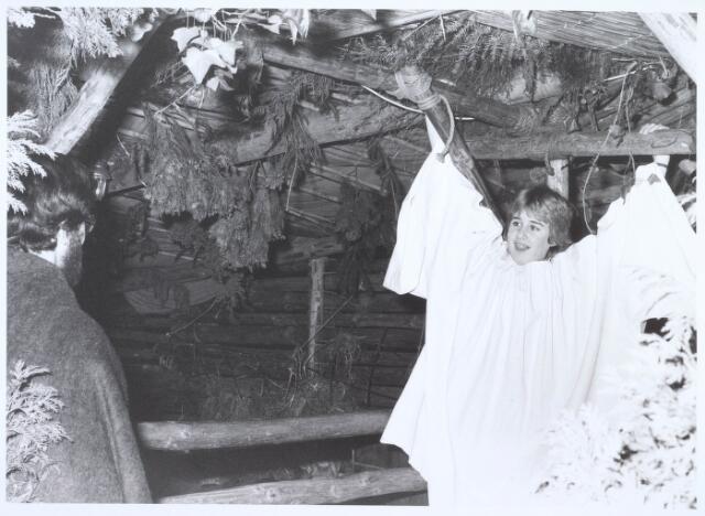 019675 - Engeltje in de kerststal in de Goirkese kerk
