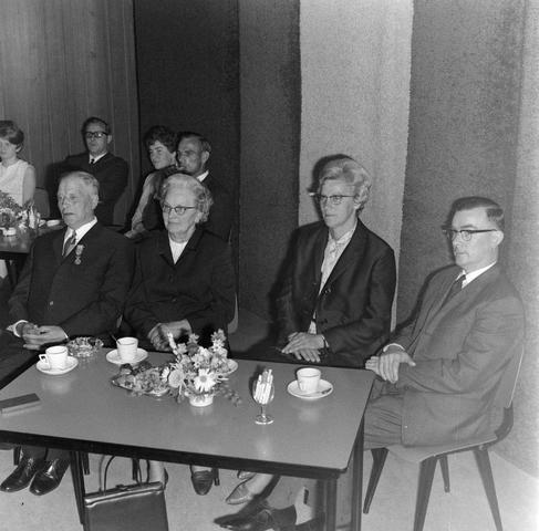 1237_012_1000_001 - Textiel. Garenfabriek . Van Besouw. Jubilarissen 1968