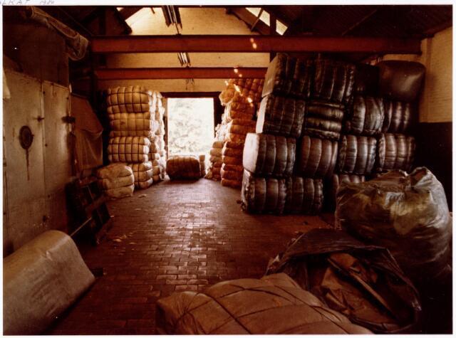 038143 - Textielindustrie. Interieur van de Firma Wolkat, lompengroothandel.