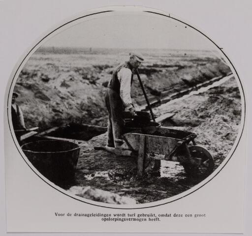 040785 - Waterzuivering. Afwatering. Drainageleidingen. Gebruik van turf.  Reproductie uit Brabantse Illustratie