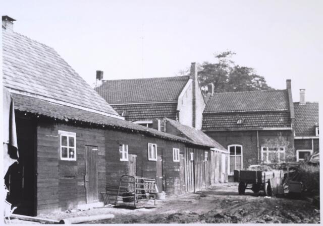 023675 - Achterzijde van het pand Kempenbaan 15 (Koningshoeven) eind oktober 1968