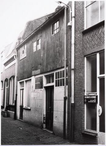 032397 - Pand aan de voormalige Pleinstraat 18, waar was gevestigd van Pinxsteren handelaar in fietsen en solexen. Gesloopt. Hier kwam het parkeerterrein aan het Stadhuisplein. Nu stadskantoor 3. Tegenwoordig de Alexanderstraat.