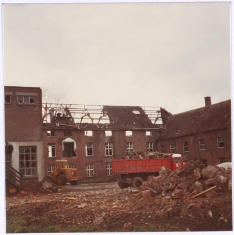 022182 - Textiel. Sloop van wolspinnerij Pieter van Dooren aan de Hilvarenbeekseweg in 1975