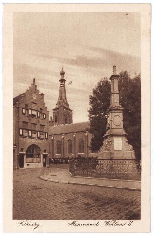 002497 - Gedenknaald voor koning Willem II op de hoek Markt-Paleisstraat. Links café Monument, tot augustus 1936 aan de Monumentstraat, daarna aan de Markt nr 14. Op de achtergrond de kerk van het Heike.