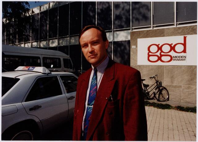 049410 - Gezondheidszorg. Hans de Goeij, directeur G.G.D. aan de Ringbaan-West 227.