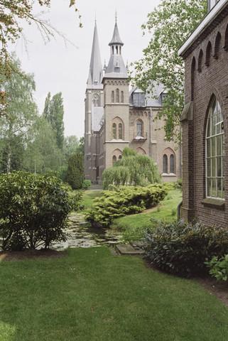 TLB023000857_001 - Zicht op de Abdij O.L.V. van Koningshoeven.