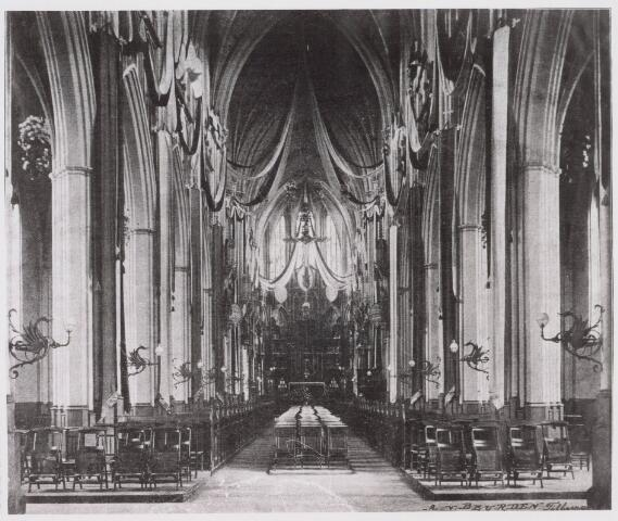 021343 - Interieur St.-Jozefkerk (parochie Heuvel) met versierd altaar ter gelegenheid van het gouden jubileum van deken Smits in 1906 (reproductie; origineel niet in collectie aanwezig)