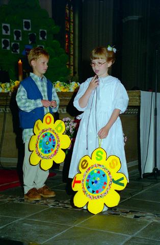 655336 - Eerste Heilige Communie viering in  de Sint-Jozefkerk (Heuvelsekerk) op 9 mei 1996.