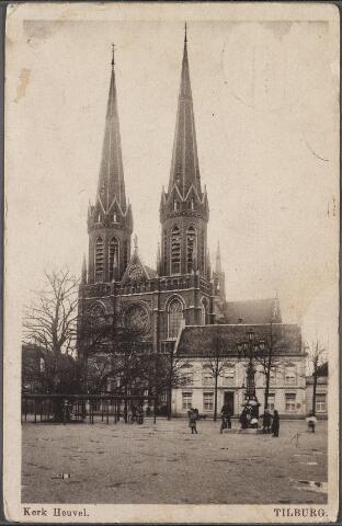 010566 - Heuvel met lindeboom, kerk St. Jozef en pastorie. Voor de pastorie het monument voor burgemeester Jansen.