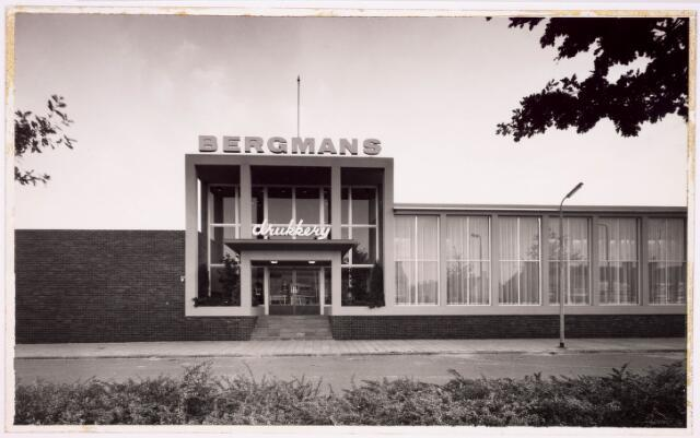 034304 - Het gebouw van de drukkerij Bergmans aan de Wandelboslaan. Secundaire weg van de Wandelboslaan.