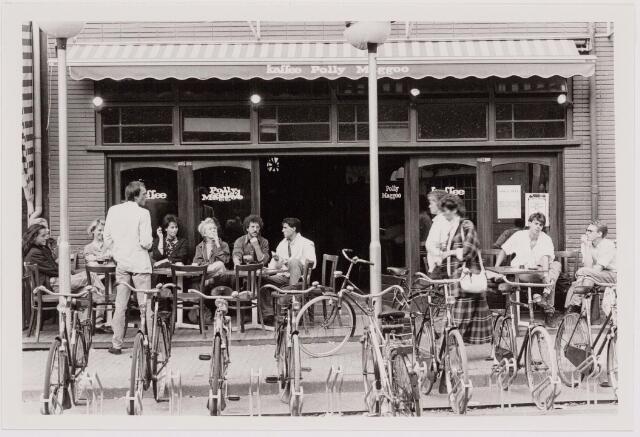 040535 - Café Polly Maggoo, Heuvel 10.