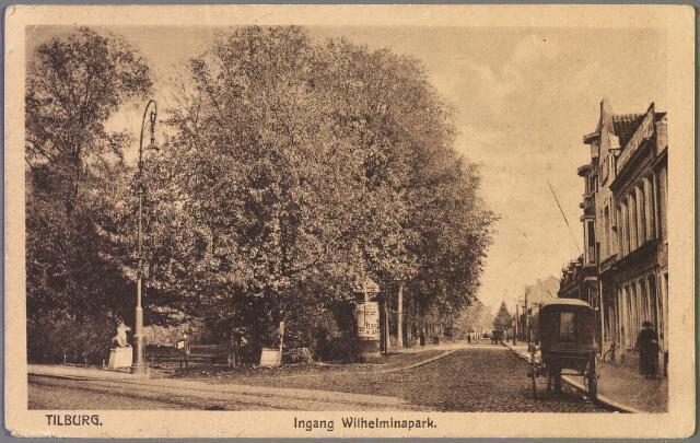 010207 - Links de ingang van het Wilhelminapark. Rechts de zuid-oostzijde met een rijtuig.