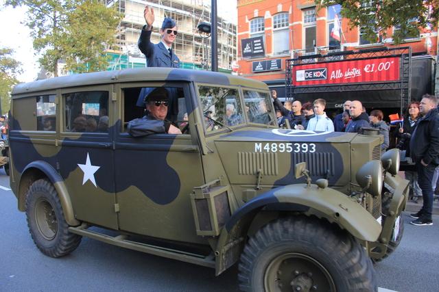 658389 - Tilburg 75 jaar bevrijd. Een optocht met militaire voertuigen en taptoe door de Tilburgse binnenstad op 27 oktober 2019.