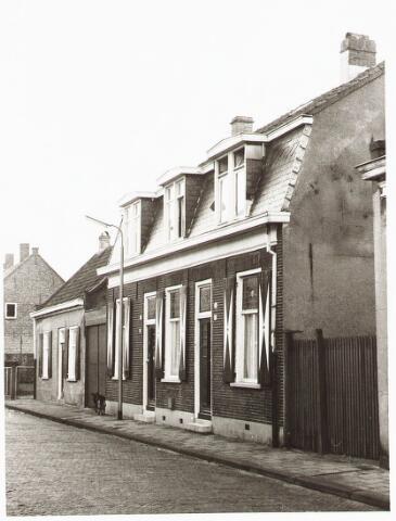 028093 - Woningen  aan de Veldstraat 60-62-64, thans Pastoor van Beurdenstraat