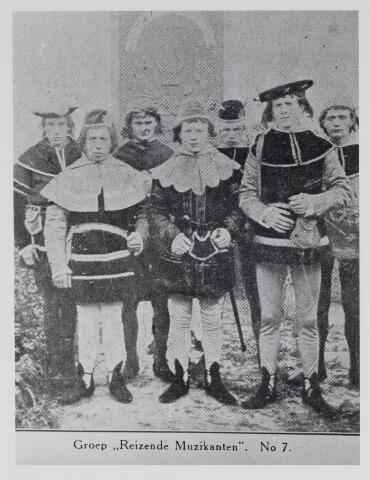 048861 - Feest van het 50-jarig bestaan van de sociëteit Nieuwe Koninklijke Harmonie 1893. Groep Reizende Muzikanten no. 7