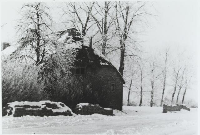 056243 - De boerderij van Noud Priems. Deze boerderij was in 1790 eigendom van J. Pijnenburg. In 19e eeuw waren de kinderen Van Erven en de kinderen Priems eigenaar.