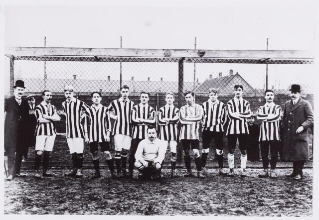 054023 - Sport. Voetbal. Willem II. Willem II elftal seizoen 1910/1911, Staande v.l.n.r. J.v.d.Marck, L.Arts, H.v. Beurden, P.Meelis, A.Hendrickx, H.v.Gerwen, H.Mommers, M.v.Beurden, L.Schollaert, P.v. Beurden, H.v.d.Berg, A.v. Beurden,  Zittend: L.v.Riel.