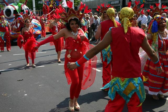 657370 - De T-parade. Een kleurrijke multiculturele optocht door het centrum van Tilburg. De vele culturen van Tilburg worden getoond.