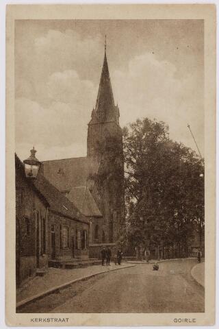 046332 - De Kerkstraat met de kerk van St. Jan Onthoofding.
