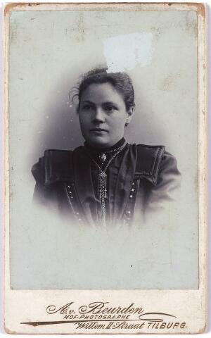 006020 - Adriana Maria Josephina Verhoof geboren te Tilburg 3 maart 1879, zij was gehuwd met Adrianus Bertens.