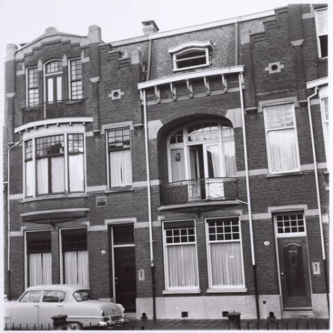 015091 - Karakteristieke panden aan de Bisschop Zwijsenstraat. Nummers 14 en 14a.