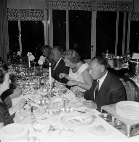 050688 - Diner in chalet Royal van de familie Hamers uit Tilburg.