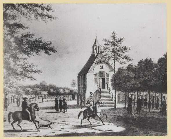 073328 - Hoofdwacht rondom het raadhuis. Het oude raadhuis onderging in 1728 een grondige verbouwing. Voor dit raadhuis werd in 1795 bij de komst van de Fransen een vrijheidseik geplant, die er thans-als enige in ons land-nog staat. Zie ook fotonummer 073329.