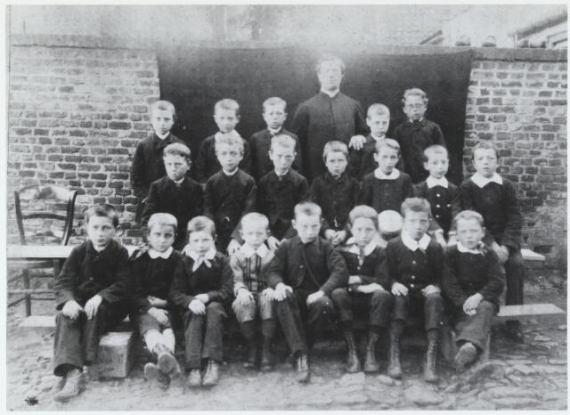 055548 - Knapenkoor St. Petruskerk te Hilvarenbeek omstreeks 1895. eerste rij v.l.n.r: C. Brekelmans, Frans Loots, C. de Graaf, Henri Tooten, Jan van Gestel, C. de Graaf, Alph. van de Berg en Adriaan de Graaf. Tweede rij v.l.n.r: Alfons Spierings, Jan van Raak, C. Kemps. jan de Graaf, Jan van de Broek, Henri Heezemans en Aug. Naaijkens. Laatste rij v.l.n.: Jos van de Berg, Adr,. van de Berg. Jan van de Broek. kapelaan van de Heijden, Jan Heezemans en Jan van Gestel.
