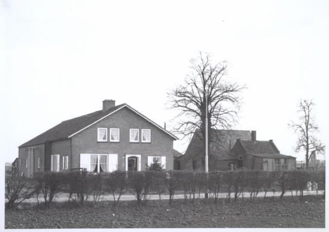 026683 - Pand Stokhasseltsekerkstraat 2, thans Mozartlaan, in april 1963