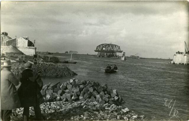 604833 - Aanleg van de brug bij Keizersveer