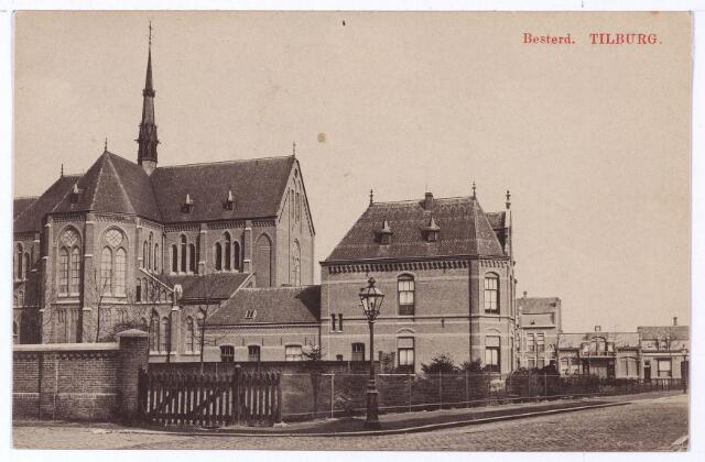 001481 - Achterzijde kerk (H. Leonardus en gezellen) en pastorie van de parochie Besterd aan de Koestraat voor de uitbreiding van 1914. Rechts de Koestraat, links de Joannes van Oisterwijkstraat. Op de hoek een gaslantaarn