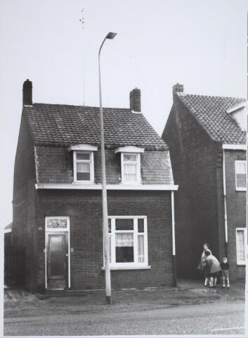025709 - Pand Moleneind 134 halverwege januari 1965. Thans is dit de Leharstraat
