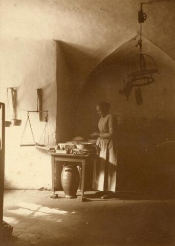 600577 - Keuken in het sousterrain van Kasteel Loon op Zand. Families Verheyen, Kolfschoten en Van Stratum