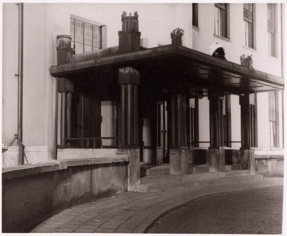 032206 - Paleis-Raadhuis aan het Stadhuisplein