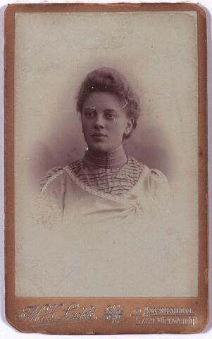 004196 - Maria Antonia Susanna BLOM, gehuwd op 4 februari 1902 met Henricus Ignatius Emmen (Tilburg 1876-1952). Na haar overlijden 28 april 1922 is hij hertrouwd met Maria Clara Engel op 9 oktober 1928.