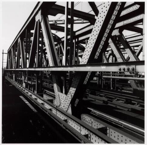 034828 - Spoorbrug over het Wilhelminakanaal nabij de Bosscheweg